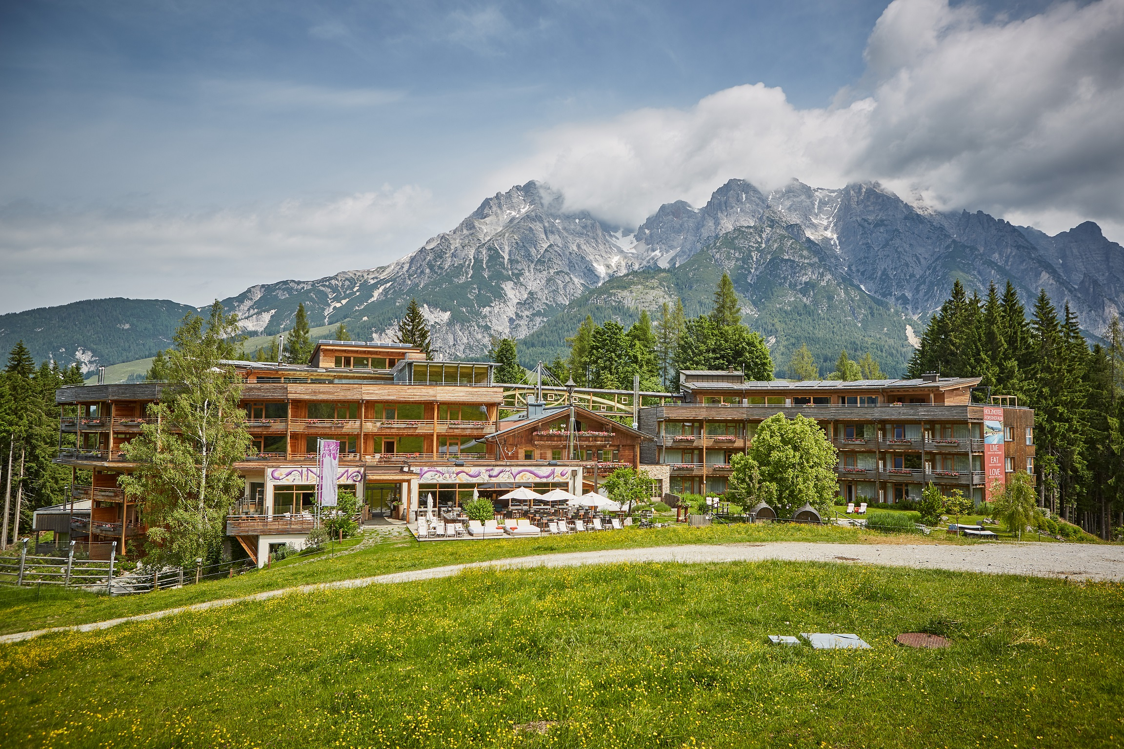Holzhotel Forsthofalm - Außenansicht