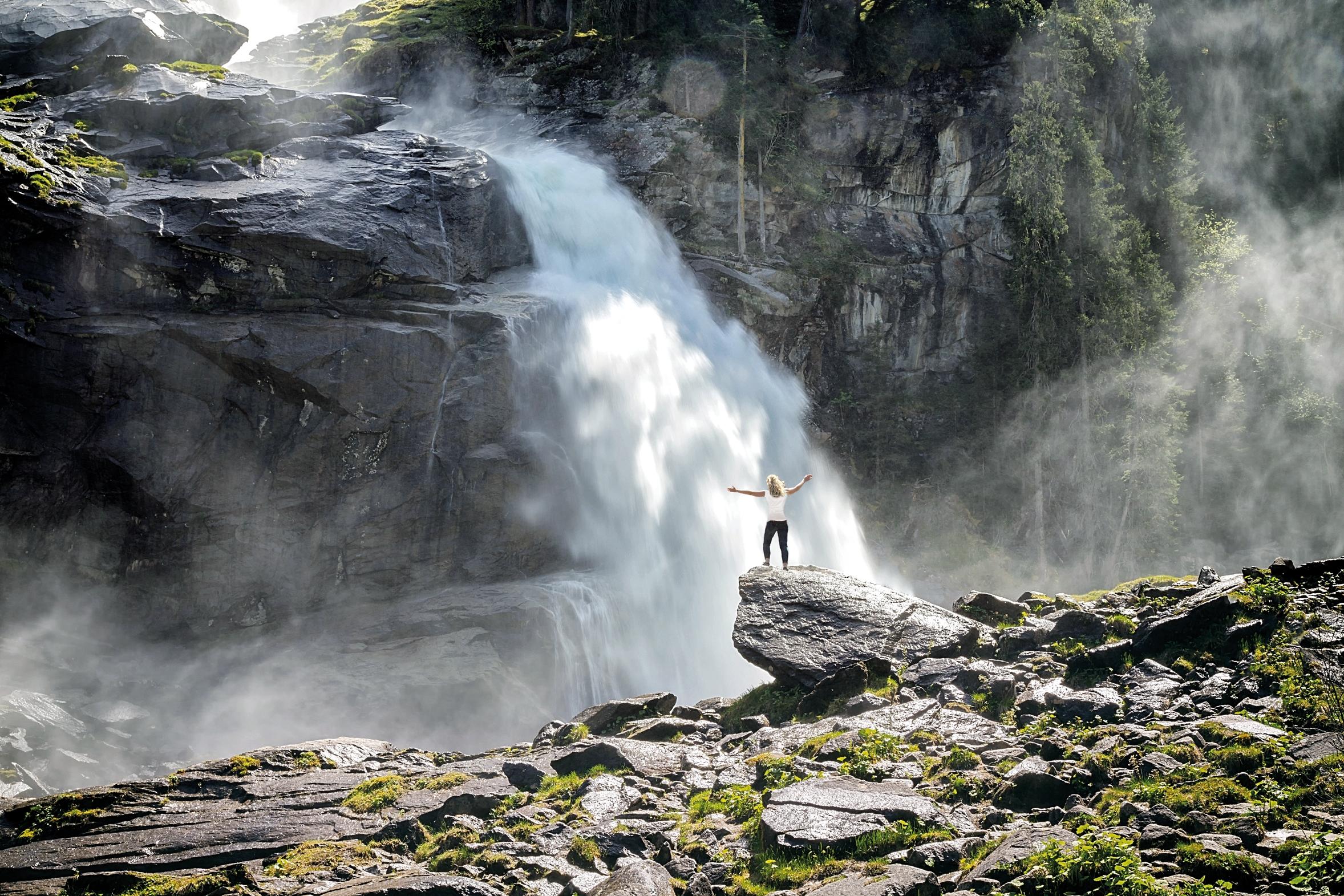 Krimmler Wasserfälle mit sichtbarem Sprühnebel