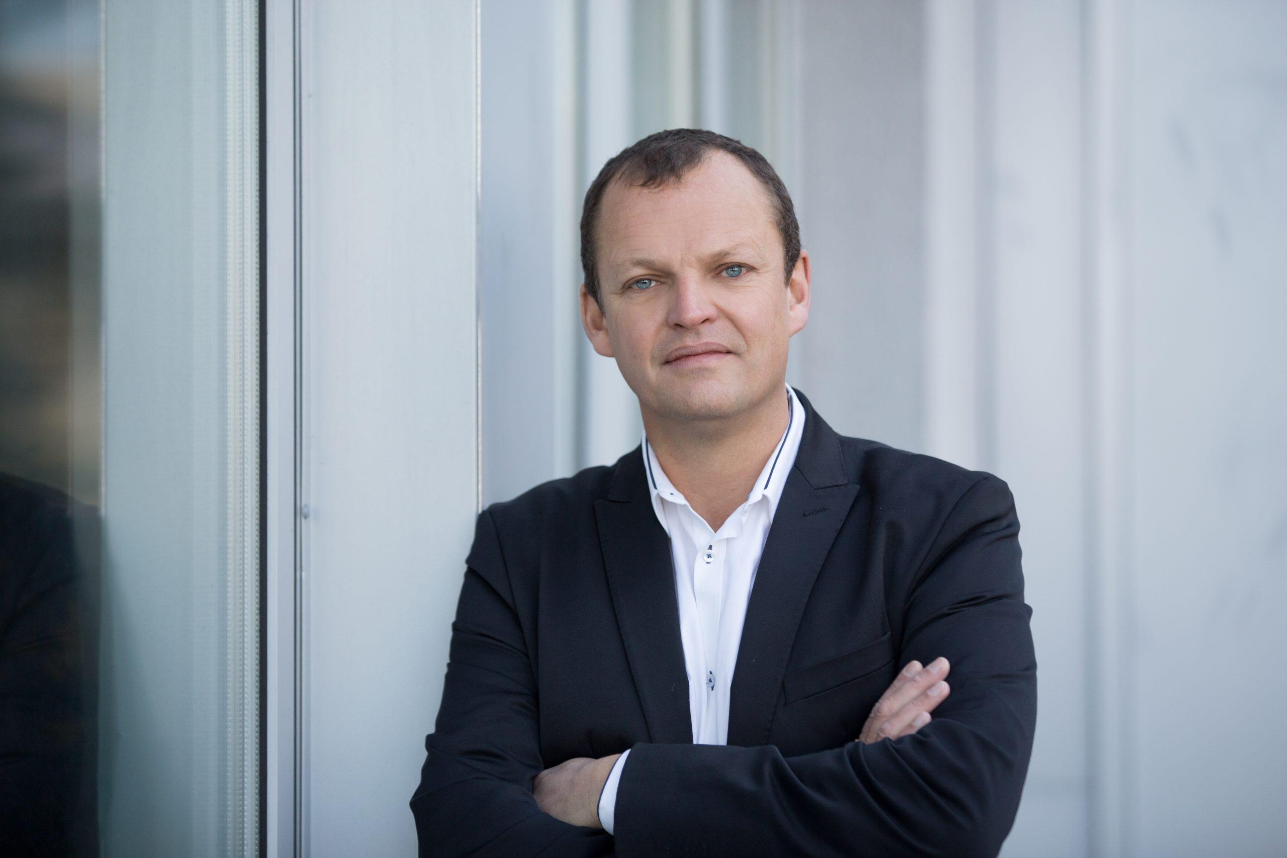 Dr. Arnulf Hartl